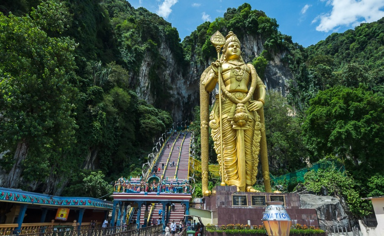 Автомобильная экскурсия в пещеру обезьян и на плавильню олова в Куала-Лумпуре
