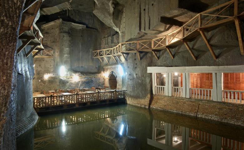 Выездная экскурсия из Вроцлава в Краков на соляную шахту, музей Шиндлера и район Подгуже