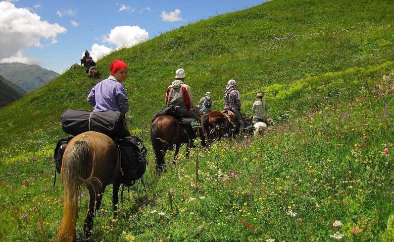 Поездка из Алматы на конный тур по каньону реки Большая Алматинка