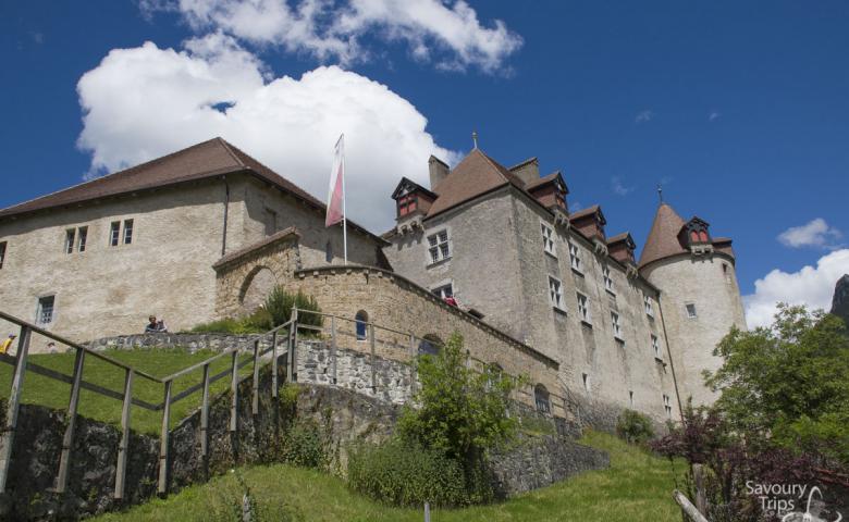 Экскурсия в замок Грюйер, на сыроварню и шоколаднуую фабрику