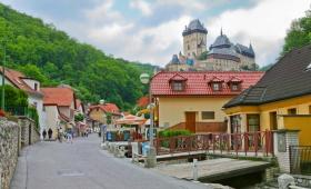 Сказочный готический замок Карлштейн