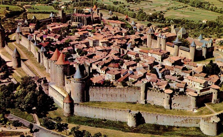 Автомобильная экскурсия из Барселоны в крепость Каркассон