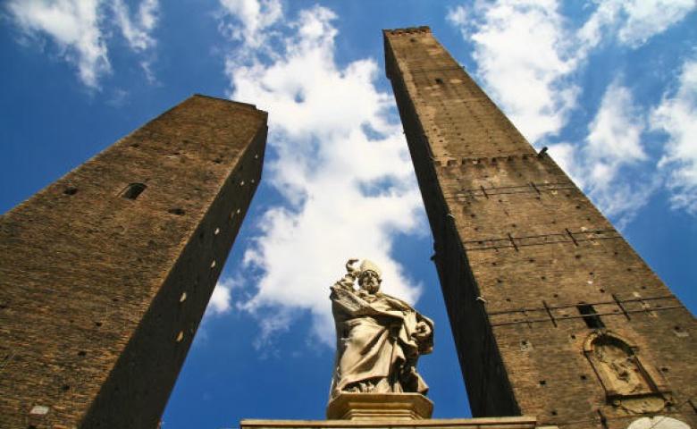 Болонья — город множества башен и самых длинных портиков